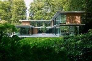 Read more about the article Dreiklang aus Licht, Grün und Glas